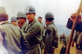 Chávez militar se revela contra el sistema político bipartidista y contra su concepción militar  antipatriótica y pro imperialista.