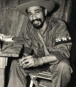 Las armas venezolanas para la Sierra Maestra se utilizaron en la Batalla de Maffo. El-comandante-juan-almeida-bosque-jefe-del-tercer-frente-oriental-mario-muc3b1oz-monroy-durante-batalla-de-maffo