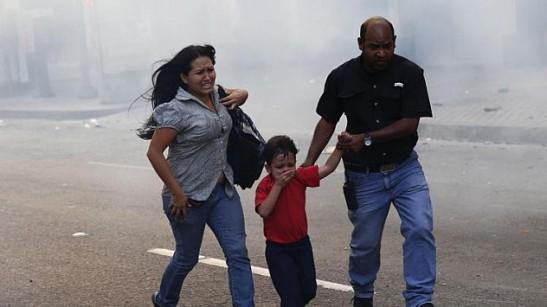 2014-04-01T232226Z_237304686_GM1EA420KEA01_RTRMADP_3_VENEZUELA-PROTESTS-632x355