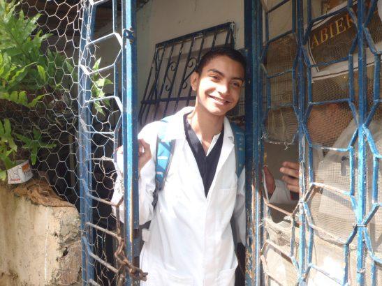 Un estudiante de medicina integral comunitaria en la casa de Victoria