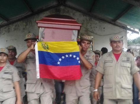 milicianos_de_su_comunidad_rinden_honora_omni_cuevas