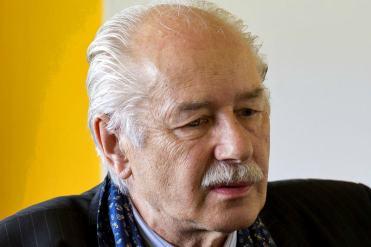 El intelectual méxicano-alemán. Heinz Dietrich terminó renegando de su apoyo al presidente Hugo Chávez, y terminó exaltando la figura del general Raúl Baduel, quien traicióno al líder bolivariano y terminó involucrado en hechos de corrupción